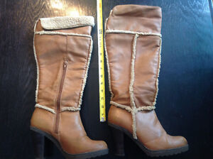 Lined LEATHER boots.