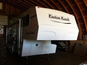 Kustom Coach Fifth 245 Fifth Hitch Included and Tail Gate