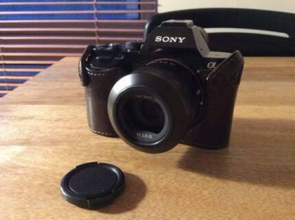 Sony Alpha A7 Mirrorless Camera + Zeiss 35mm, case, 2 batteries,