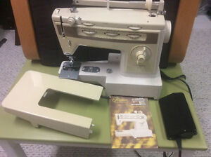 Sewing machine - Singer Finesse free arm