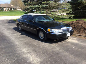2000 Lincoln Town Car Cartier Model Sedan