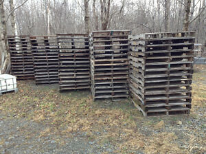 Wood Pallet, 100 Pallets available, all Skids in good shape!!!!
