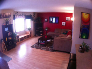 Great room for rent. $650 all inclusive. Available mid April