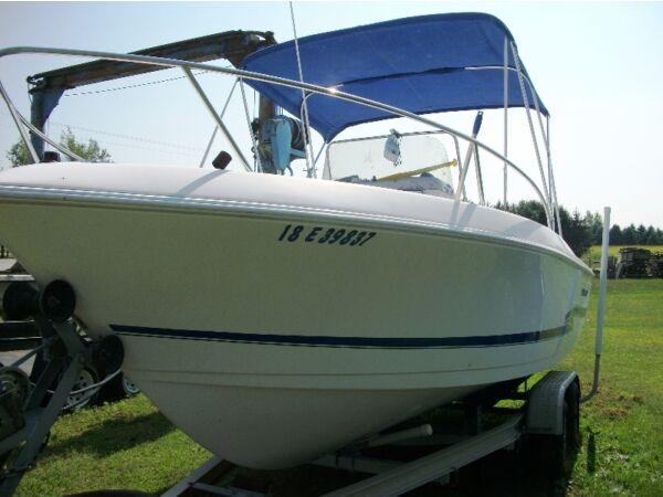 Used 2000 Pro Line Boat Co 20 ft/ center consel