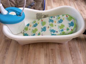 Bain bébé avec douche et tapis