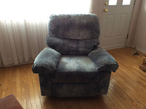 Elran recliner couch and chair