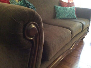 Mint condition Sofa and Loveseat for Sale London Ontario image 4