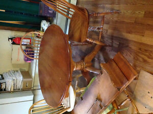 Beautiful solid kitchen table and 4 chairs