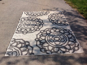 "Floor area rug in/out brand new - 4'5"" x 6'3"" - Brand New"