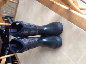 Black/Purple Plaid Bogs