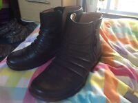 Clarks size 5D boots