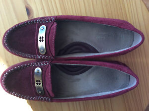 brand new Women's Suede Naturalizer 7.5 N shoes