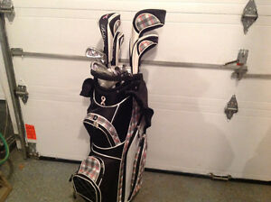 Woman's Full Golf set and bag - Sac de golf complet pour femme West Island Greater Montréal image 1