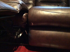 Reclining leather couch Kingston Kingston Area image 3