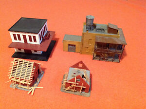 4 HO Scale Track Side Structures