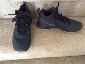 New Nike zoom rev basketball shoes size 8