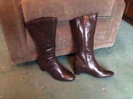 Ladies brown knee boots