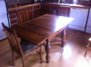 solid oak antique kitchen table w 4 + 2 captain chairs