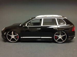 Porsche Cayenne Black Turbo 1:18 in original box