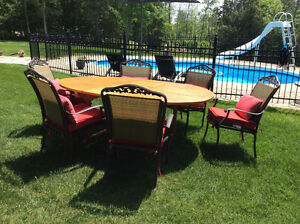 Teak extension dining table with chairs/table en teak et chaises Gatineau Ottawa / Gatineau Area image 1