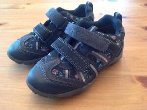 Chaussures GEOX NEUVES fleurs pour fillette - taille 8 (24 eur)
