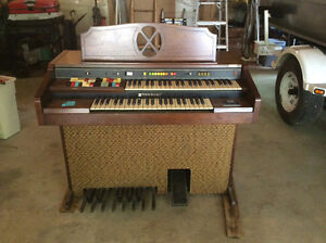 Hammond organ Kingston Kingston Area image 1