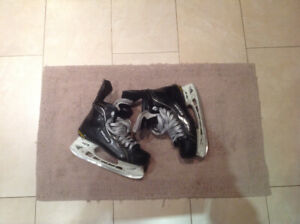 T-Blade.-Bauer one100 skates  & hockey equipment set & gloves