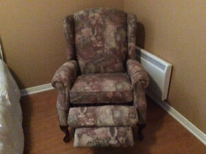 bergere buy and sell furniture in ontario kijiji classifieds. Black Bedroom Furniture Sets. Home Design Ideas
