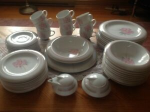 brand new 9 piece place setting dinnerware set