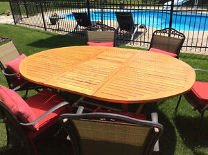 Teak extension dining table with chairs/table en teak et chaises Gatineau Ottawa / Gatineau Area image 2