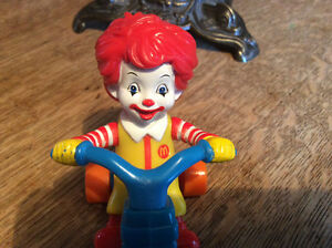 Figurine Mc donald clown  en bicyclette an 2006  Collectionneur