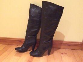 Beautiful elegant leather boots-size 4