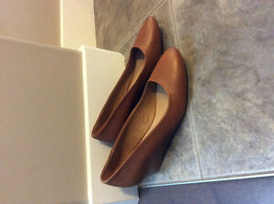 NEW Le Chateau Leather Like Burnt Sienna Low Wedge -8