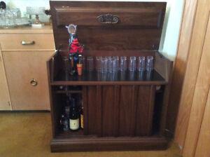 Bar à boisson  + meuble de rangement ,table de téléphone