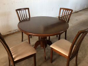 Table pedestal buy or sell dining table sets in for Dining room tables kijiji winnipeg