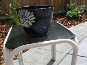 BLACK WITH WHITE FLOWERS CERAMIC PLANTER; excellent condition; 7