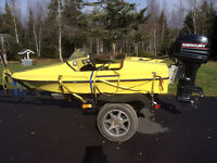 Speed boat with motor and trailor