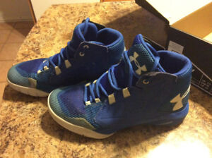 Almost like new boys Under Armour size 4 basketball sneakers