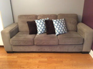 Decor-Rest Sofa/Couch In Excellent Condition!