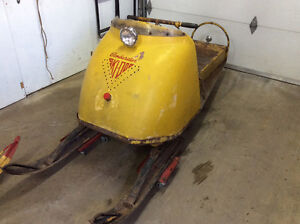 Skidoo Bombardier R-8 antique