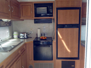 2004 - 26ft Wanderer trailer with pullout. Bunkhouse. Deck.