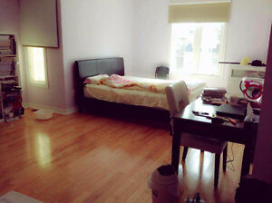 Master bedroom with private washroom in Markham. Hwy7/Kennedy