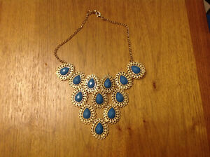 Costume jewelery necklace, gold coloured and teal