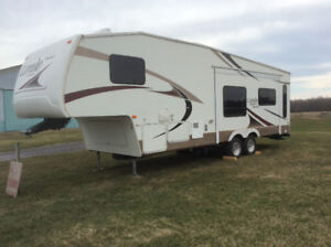 Fifth wheel 28 RL Laredo à vendre