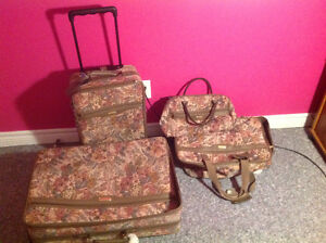Luggage 4 PC set West Island Greater Montréal image 1