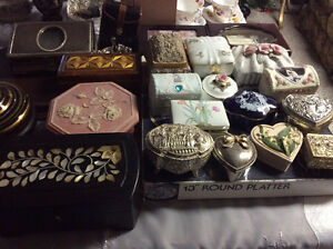 Assorted of VTG purses and jewelry boxes, start price $5