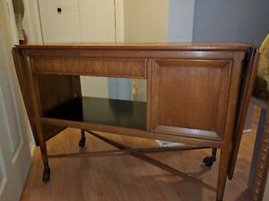 Antique Side Buffet on rolling wheels with extendable Flaps West Island Greater Montréal image 7