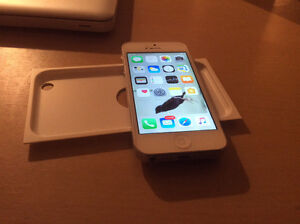 IPhone 5s in ammaculate condition