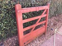 Good solid wooden gate measures 121 cm wide x 100 cm high