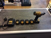 DEWALT DCF 815 Drill with 5 batteries and a charger 39777/45
